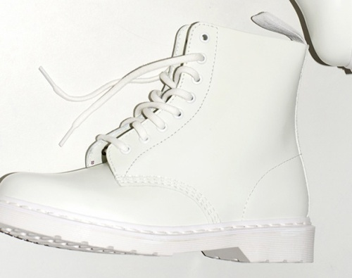 dr-martens-white-combat-boot-2